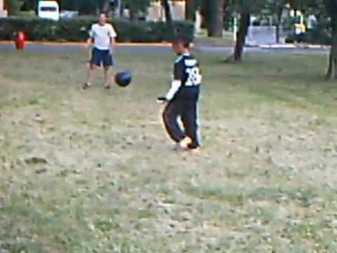 Enfant de 10 ans qui joue au foot youtube - Fille joue au foot ...