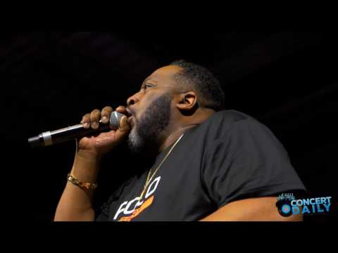 Marvin Sapp performs