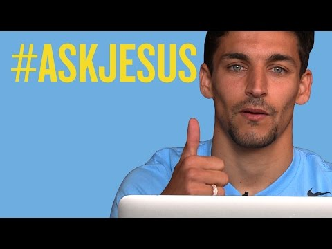 Figo, Favourite Goals & Films | #askjesus | Jesus Navas answers fans questions