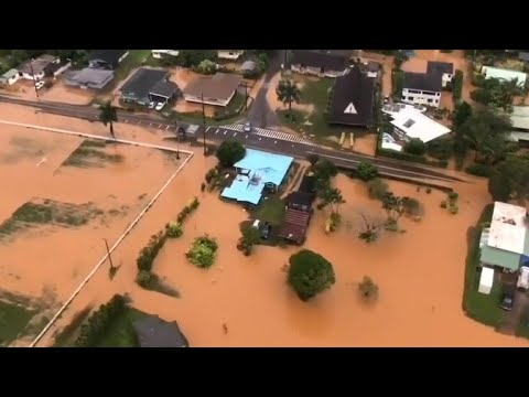 Hundreds evacuated in Hawaii after floods, mudslides