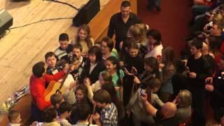 Вячеслав Мясников общается со зрителями в зале