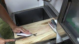 寿司職人の仕込み 鰯の手開き  how to clean a Sardine and make sushi