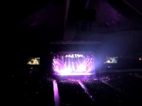 Alan Tam & Hacken Lee Live In Singapore 2010 Part 8 (yi Shen He Qiu)