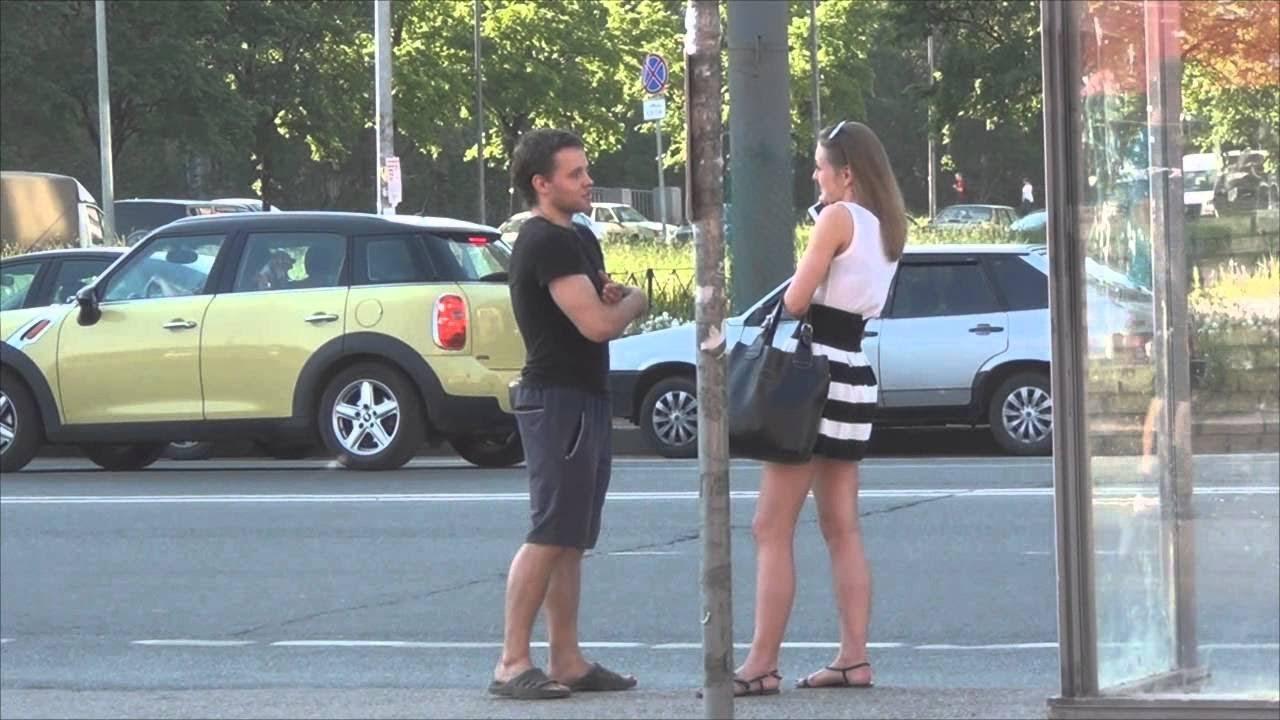 Парни цепляют девчонок на улице видео смотреть