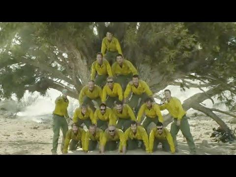 真实事件改编,19名森林消防员被大火包围,活活被烧成黑炭