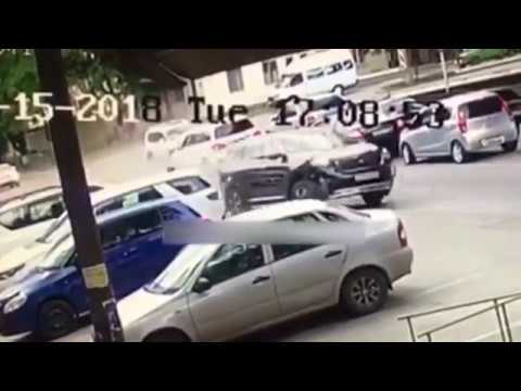 Цепная авария в Пятигорске попала на камеры видеонаблюдения - Смотреть видео онлайн