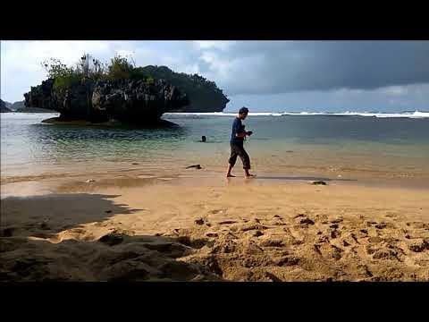 Pantai Teluk Asmoro, Malang, East java, Indonesia ( Timelapse )