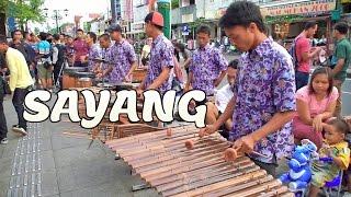 Download lagu SAYANG - Angklung Malioboro (Pengamen Jogja) Carehal Cari Rejeki Halal (NDX AKA /VIA VALLEN /WAWES)