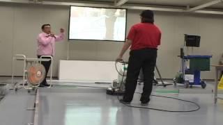 ビルクリーニング技能士検定,模範演技 ②(表面洗浄作業) : Cleaning the floor (surface )