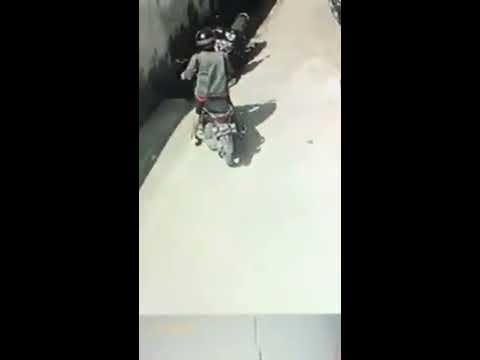 PENCURI SEPATU DI KOST  TEREKAM CCTV SAAT MENJALANKAN AKSINYA, JL URIP SUMOHARDJO MAKASSAR