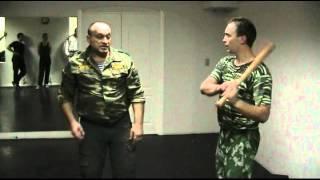 Москва! Самооборона от ударов битой и полицейской дубинки.