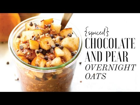 Spiced Chocolate Pear Overnight Oats // Easy Vegan Breakfast