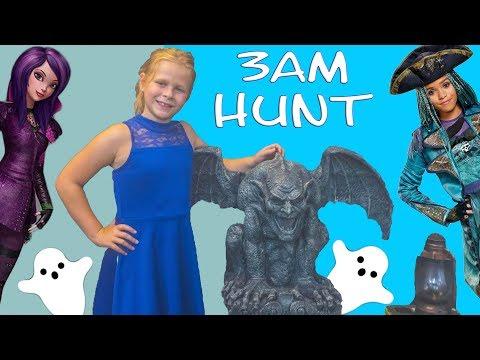 DESCENDANTS 2  Assistant has a Spooky Scavenger Hunt Toy Video