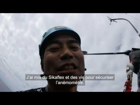 J25 : Kojiro Shiraishi grimpe en haut de son mât / Vendée Globe