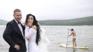 испортил всю романтику мужик неожиданно проплывающий в белых трусах на SUP серфе ))