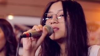 Danilla - While My Guitar Gently Weeps