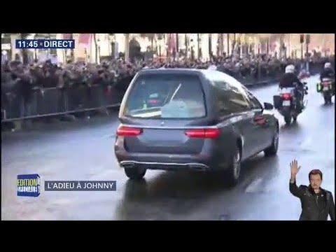 Le cortège transportant la dépouille de Johnny Hallyday arrive sur les Champs-Élysées