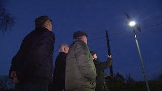 Laternen-Posse: Ein Ort bleibt im Dunkeln | Panorama 3 | NDR