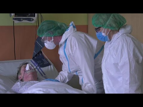 В Европе, где растет число заболевших, обсуждают новые меры безопасности по COVID-19.