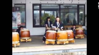 群馬県中之条駅に六合八間太鼓の音が響く.
