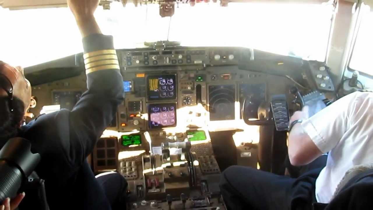 Cockpit FedEx Boeing 757-200F CYYZ - YouTube