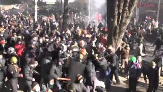 Riot police clash with protesters in central Kiev