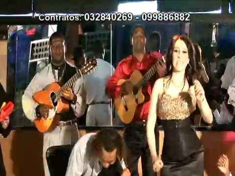 Cecy Narvaez - Sentada En Un Bar.