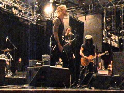 Slash, Duff, Gilby Clarke, Matt Sorum - It's So Easy (Soundcheck n' live show)