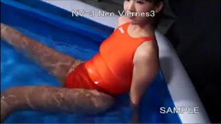 水中で競泳水着の股間をじっくり観察します。 もっとエロいシーンはコチ...
