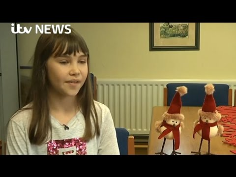 "Schoolgirl's ""Hallelujah"" by Leonard Cohen heard around the world - ITV News 22-12-2016"