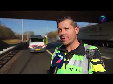 A73 twee uur afgesloten door ongeval met vrachtwagen en taxibus