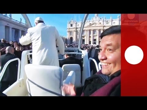 Video: Papa Francesco invita un amico a fare un giro sulla Papamobile