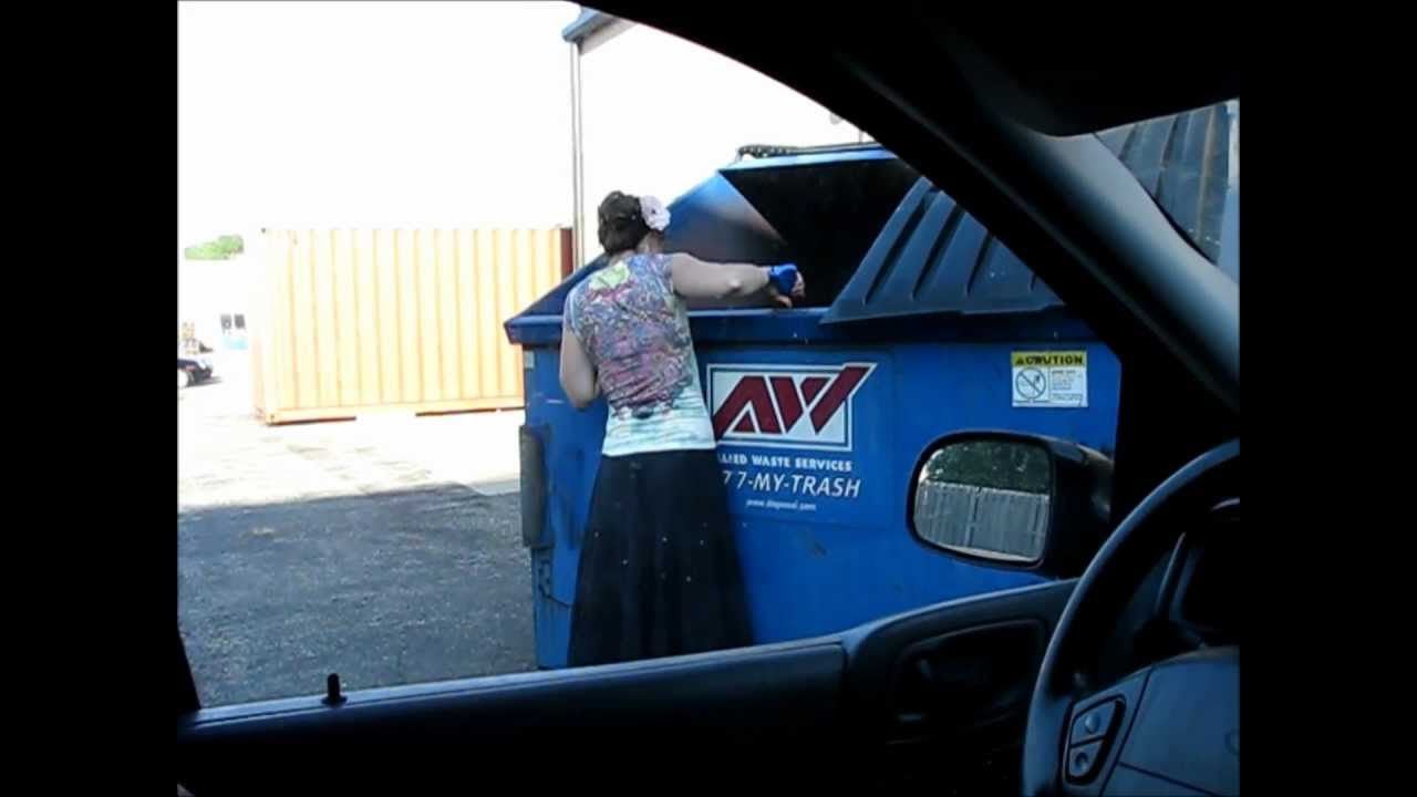 Dumpster Diving in Michigan - YouTube
