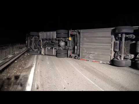 Lkw auf der A 61 umgekippt