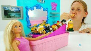 Видео и игры для девочек. МИНЬОНЫ в доме Барби.