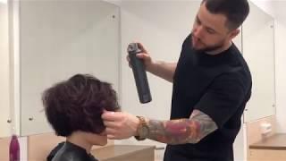 Женская короткая стрижка на вьющиеся пористые волосы