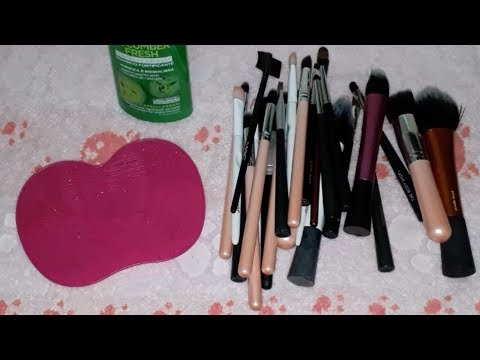 ✨ Cleaning Makeup Brushes ✨