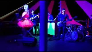 ABBY,  chanteuse sax du VAR et ses musiciens disponible pour votre mariage dans la région PACA