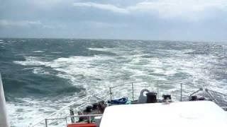 MS Atlantis bei Sturm Cuxhaven-Helgoland inkl. Fischfütterung. Ton an !!