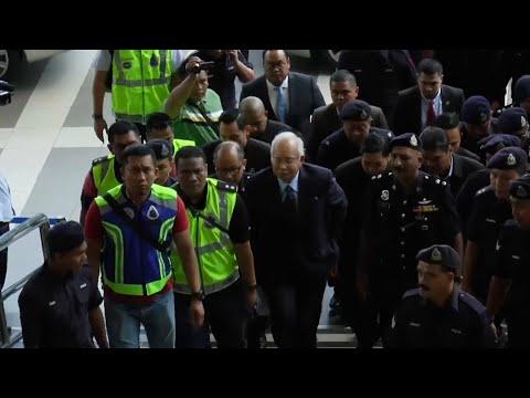 القبض على رئيس الوزراء الماليزي السابق بتهمة الفساد وغسيل الأموال…  - نشر قبل 31 دقيقة