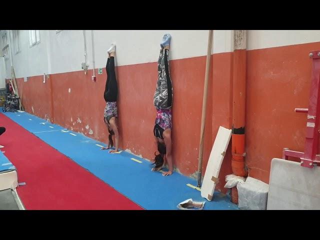 GARA di RESISTENZA IN VERTICALE CONTRO IL MURO!ginnastica artistica CSB