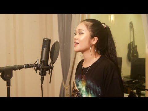 Maroon 5 - Girls Like You ft. Cardi B (Cover by Hai Ha)