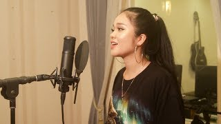 Download Lagu Maroon 5 - Girls Like You ft. Cardi B (Cover by Hai Ha) Mp3