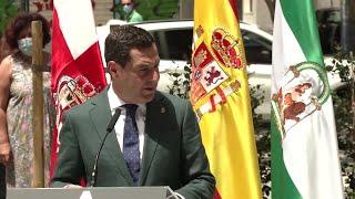 Moreno inaugura la primera de las esculturas homenaje dedicadas a los sanitarios