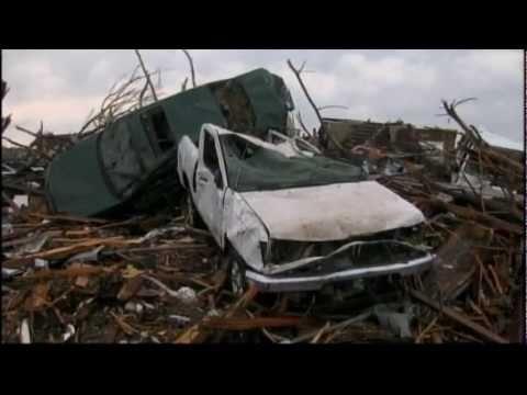 Tornado leaves scores dead in US city
