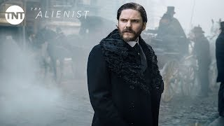 Daniel Brühl, Luke Evans and Dakota Fanning: The Alienist Official Trailer #2 [2018] | TNT thumbnail