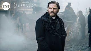 Daniel Brühl, Luke Evans and Dakota Fanning: The Alienist Official Trailer #2 [2018]   TNT by : TNT