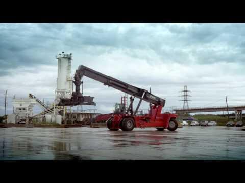 Kalmar Super Gloria reachstacker handling barges