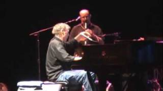Watch Bruce Hornsby Mirror On The Wall video