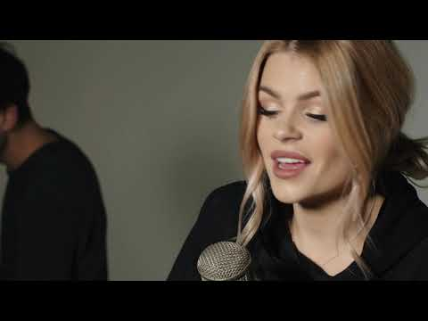 Beautiful - Christina Aguilera Cover By: Davina Michelle